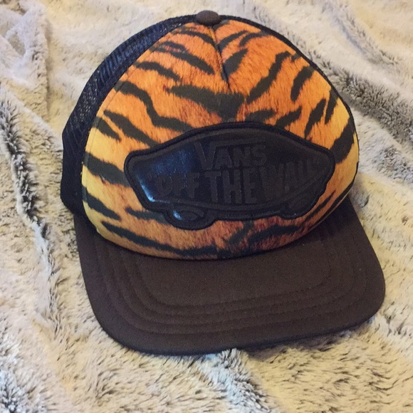 ef5e07439 NWOT Vans Off the Wall tiger print Snap Back Hat.